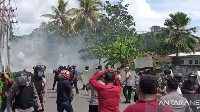 Demo di Sorong, Papua Barat, berakhir ricuh.