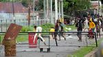 Potret Demonstrasi di Sorong yang Berakhir Ricuh