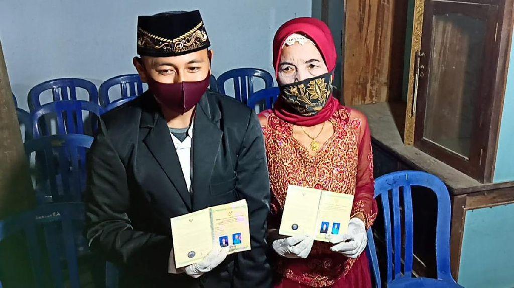 Dinikahi Duda Usia 29, Nenek Yainem Senang Kini Tak Sendiri Lagi