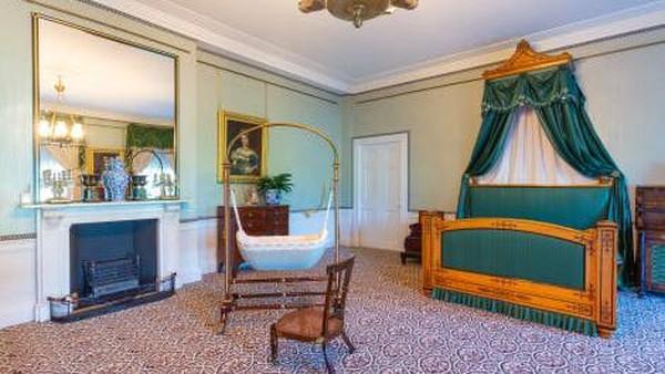 Ada pameran tentang kisah putri victoria di kamar pribadinya, gadis muda yang ditakdirkan menjadi ratu, dilahirkan dan dibesarkan di Istana Kensington. (Kensington Palace)