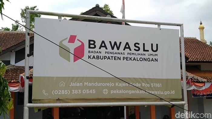 Kantor Bawaslu Kabupaten Pekalongan, Jumat (27/11/2020).