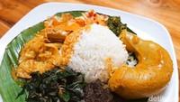 Kedai Sutan Makmur: Lamak Bana! Nasi Kapau dengan Gulai Tambusu dan Dendeng Lambok