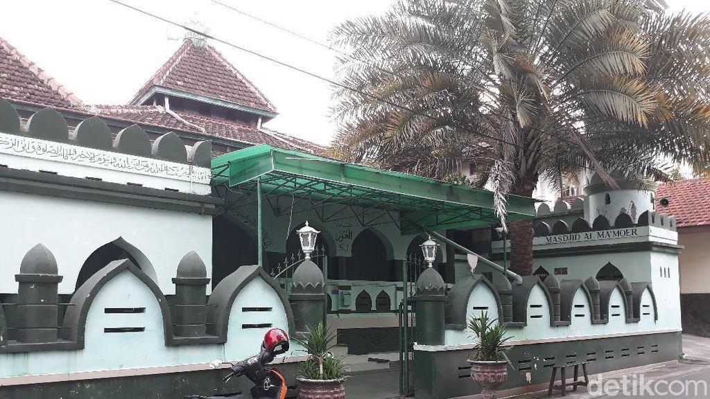 Melihat Arsitektur Masjid Al Makmur yang Tak Pernah Gelar Sholat Jumat