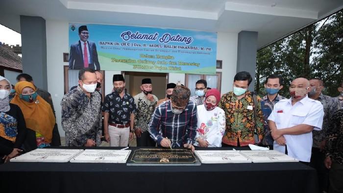 Menteri Desa, Pembangunan Daerah Tertinggal dan Transmigrasi (Mendes PDTT) Abdul Halim Iskandar melakukan kunjungan kerja ke Malang, Jawa Timur.