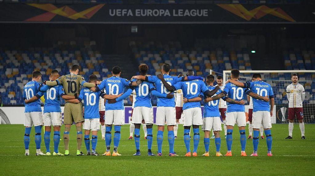 Menang 2-0 Atas Rijeka, Kado Terakhir Napoli Untuk Maradona