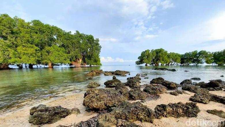 Pantai Paropa di NTB