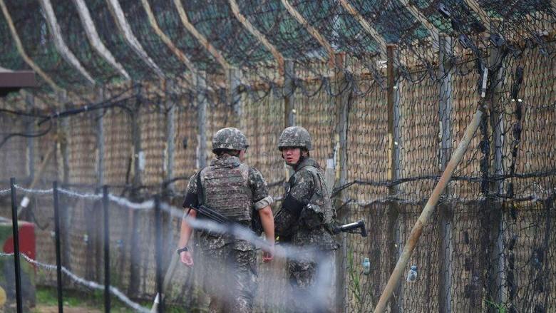 Pesenam Korea Utara berhasil membelot ke Korea Selatan karena sekrup longgar