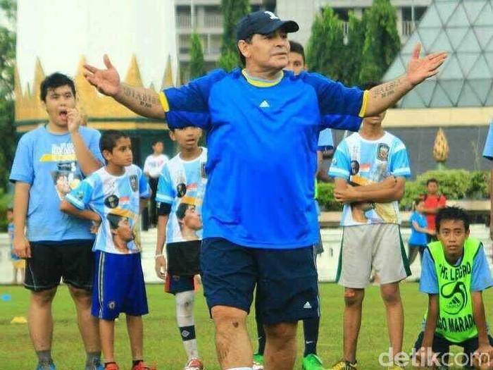 Cerita Maradona Minta Sepatu dan Kaos saat Coaching Clinic di Surabaya