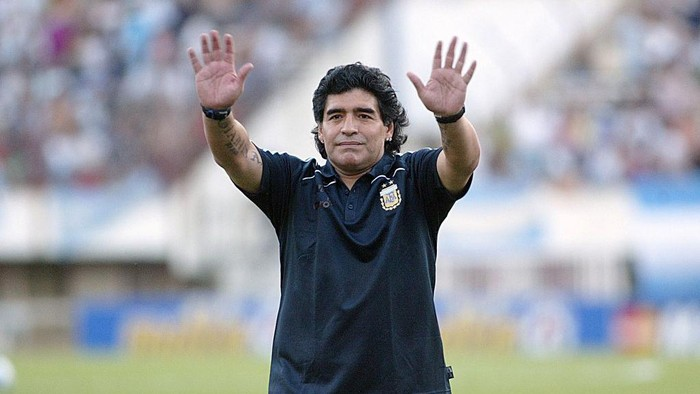 BUENOS AIRES, BUENOS AIRES - MARCH 28: Argentine manager Diego Maradona waves to the fans prior to the 2010 FIFA World Cup South African qualifier match between Argentina and Venezuela at River Plate Stadium on March 28, 2009 in Buenos Aires, Argentina.  (Photo by Photogamma/Getty Images)