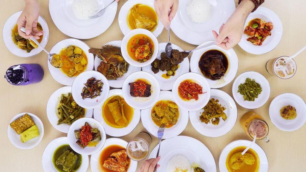 Suka Makan Nasi Padang? Ini Tips Jaga Kolesterolnya untuk Tubuh