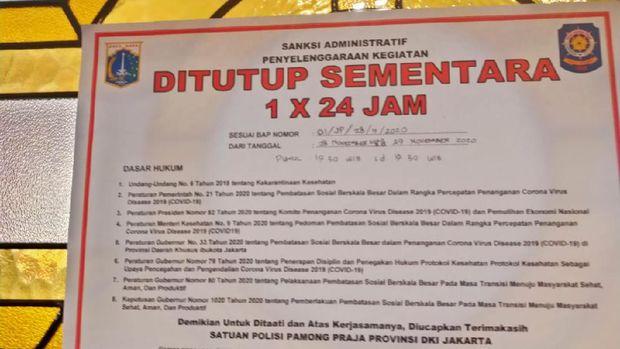 Kafe di Menteng ditutup sementara karena melanggar protokol kesehatan.