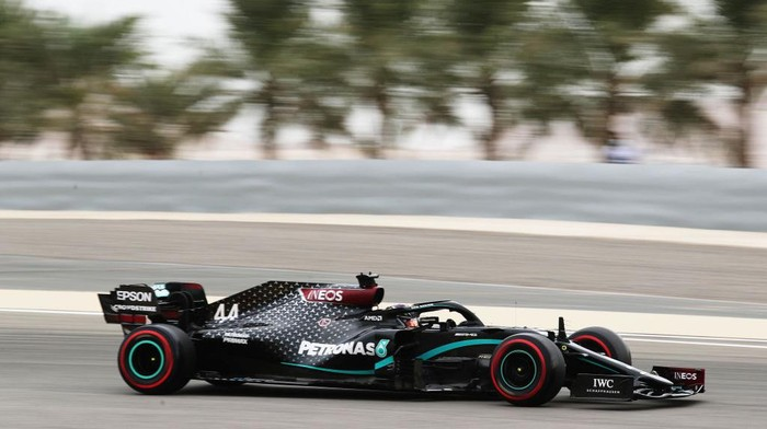 BAHRAIN, BAHRAIN - NOVEMBER 28: Lewis Hamilton of Great Britain driving the (44) Mercedes AMG Petronas F1 Team Mercedes W11 on track during final practice ahead of the F1 Grand Prix of Bahrain at Bahrain International Circuit on November 28, 2020 in Bahrain, Bahrain. (Photo by Kamran Jebreili - Pool/Getty Images)