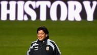 Kilas Balik Sepak Terjang Maradona Sang Tangan Tuhan
