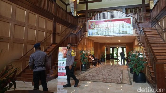 Panglima TNI Marsekal Hadi Tjahjanto melakukan pertemuan dengan tokoh masyarakat Papua di Hotel Rimba (Saiman/detikcom)