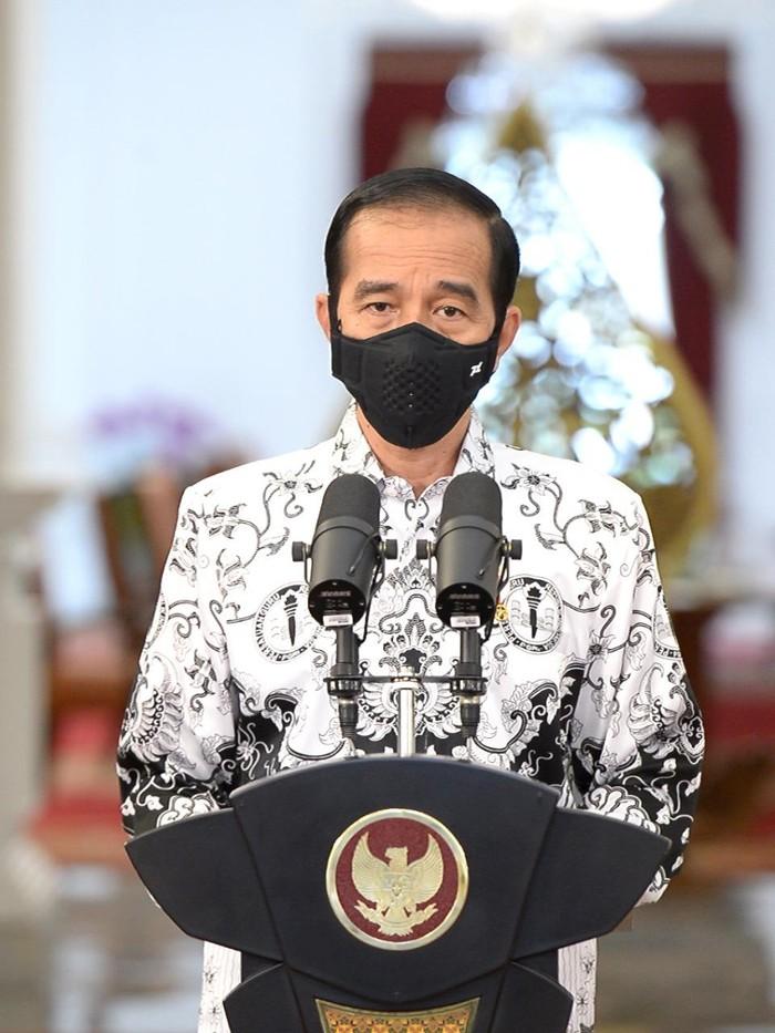 Presiden Jokowi memberi sambutan dalam puncak peringatan Hari Guru Nasional dan HUT ke-75 PGRI (Kris - Biro Pers Sekretariat Presiden)
