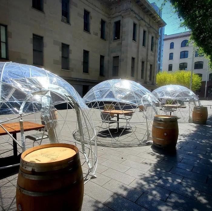 Restoran Bangun Tenda Makan Demi Lindungi Pelanggan dari Covid-19