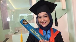 Ria Ricis Akhirnya Lulus Setelah Kuliah Tujuh Tahun