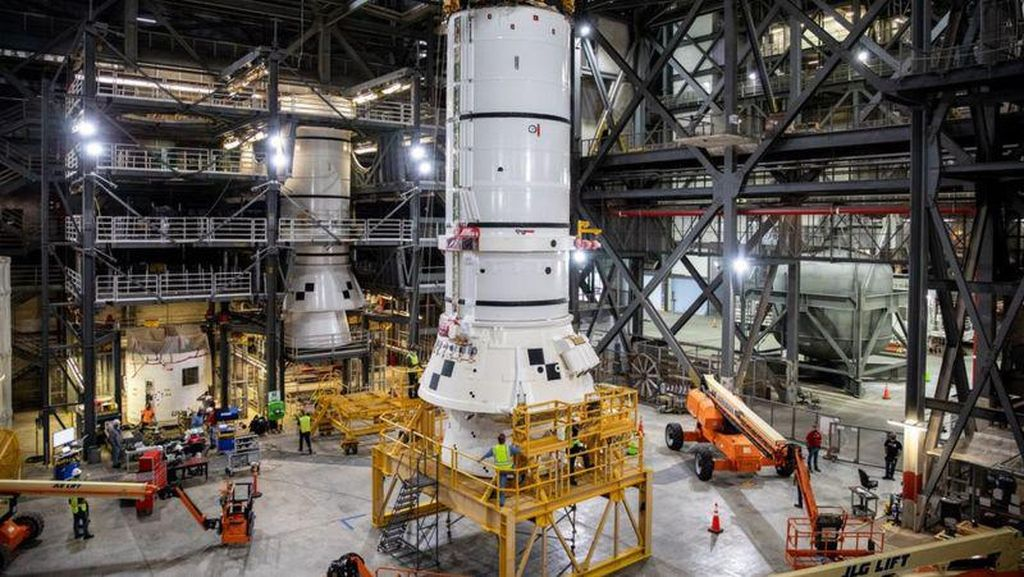 Roket Raksasa NASA Pembawa Manusia ke Bulan Mulai Dirakit