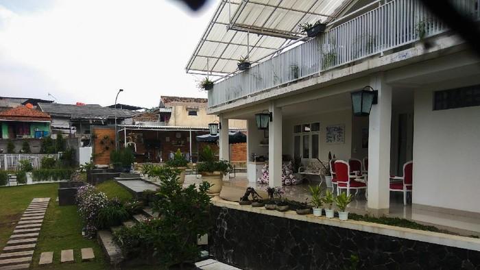 Terkini! Penampakan rumah mewah dan garasi Wali Kota Cimahi yang terciduk KPK