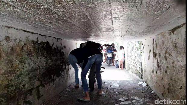 terowongan super sempit ketanggungan brebes, 28 november 2020