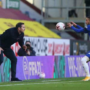 Jangan Samakan Ziyech dengan Hazard!