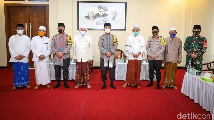 Menjelang Pilkada, Kapolda Jatim Irjen Nico Afinta mengunjungi dua ponpes terbesar di Kota Kediri. Yakni Ponpes Lirboyo dan Al Amien.