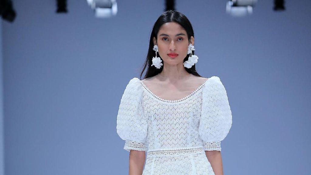 10 Koleksi Barli Asmara di Jakarta Fashion Week 2021