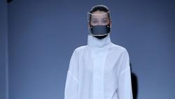 8 Masker dan Face Shield Futuristis Rinaldy Yunardi di Jakarta Fashion Week