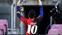 Cara Messi Kenang Maradona: Gocek 3 Pemain, Bikin Gol, Pakai Jersey El D10s