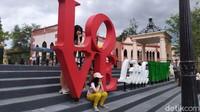 Wisata ini juga memiliki banyak spot instagramable. Tak heran, banyak wisatawan yang tertarik berkunjung ke Little Venice (Ismet Selamet/detikcom)