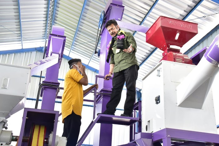 Menteri Pertanian Syahrul Yasin Limpo meresmikan penggilingan padi atau Rice Milling Unit (RMU) di Desa Tanah Harapan, Kecamatan Rilau Ale, Bulukumba.