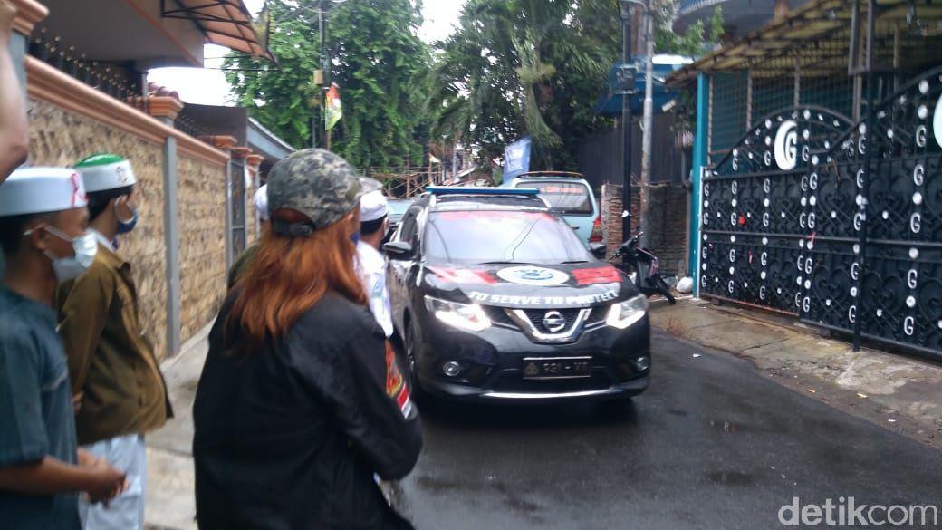 Polisi datangi rumah Habibi Rizieq di Petamburan, Jakarta Pusat. (Adhyasta Dirgantara/detikcom)