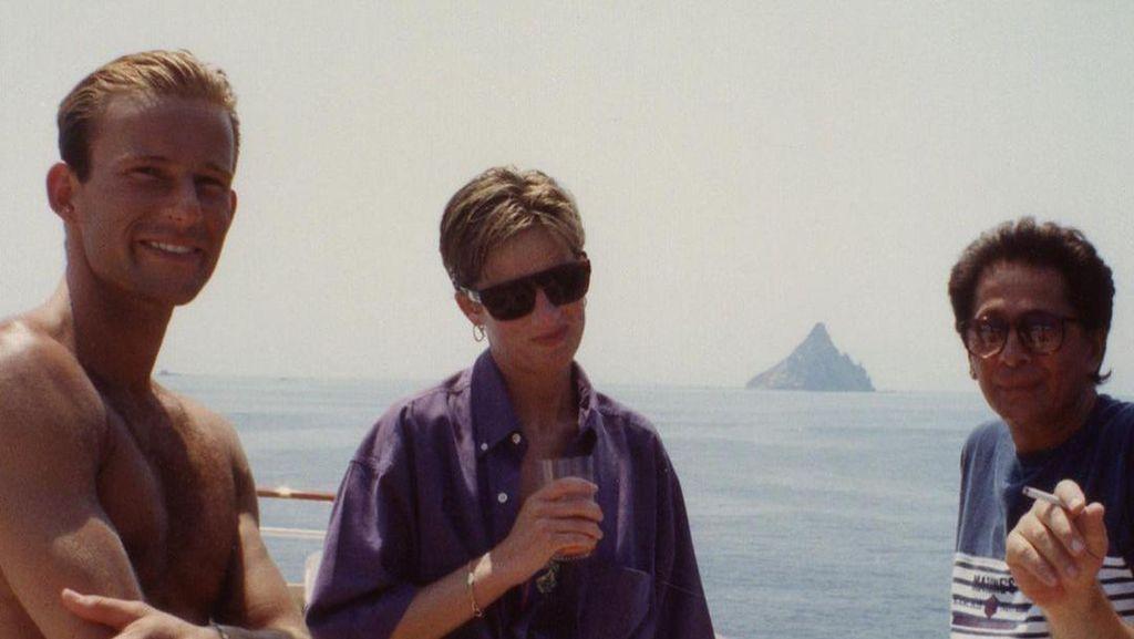 Baru Terekspos, Foto Jadul Putri Diana Berbikini di Yacht