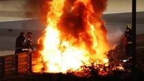 Ngeri! Mobil Pebalap F1 Ini Terbakar Hebat di GP Bahrain