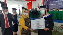 Anak Tukang Sol Sepatu Lulusan Terbaik Uniga Ingin Lanjut Kuliah S2