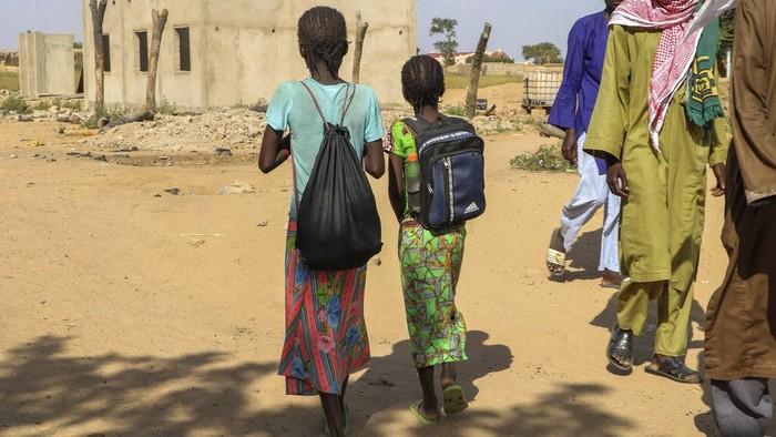 Sekolah di Burkina Faso yang tutup karena COVID-19 kini dibuka kembali, Namun banyak sekolah yang tetap tutup karena ketidakamanan serangan para ekstrimis.