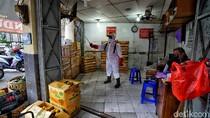 Ada Pedagang Positif COVID-19, Pasar Gede Solo Disemprot Disinfektan
