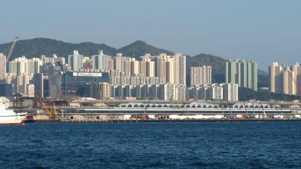 Airside adalah gedung pencakar langit serba guna yang memiliki 47 lantai. Ini adalah proyek pertama studio desain Norwegia, Snøhetta di Hong Kong.
