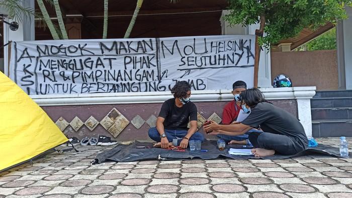 Aksi mogok makan 3 pemuda di DPR Aceh (Agus Setyadi-detikcom)