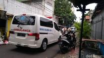 Video Ambulans RS UMMI Bogor di Depan Gang Rumah HRS