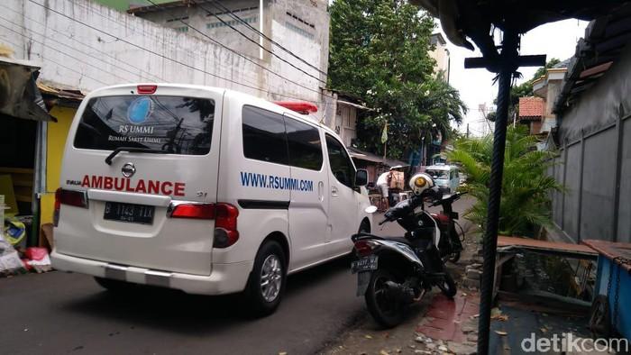 Ambulans RS UMMI Bogor tiba di Petamburan