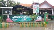 Warga Bojonegoro Terkepung Banjir, Pemdes Bagikan Nasi Bungkus