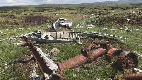 Tragedi jatuhnya B29 Superfortress itu menewaskan 13 orang. Pesawat itu jatuh karena minimnya visibilitas. Puing-puing sisa jatuhnya pesawat itu sampai sekarang sengaja ditinggal di sana sebagai memorial untuk mengenang peristiwa naas tersebut. (Getty Images)