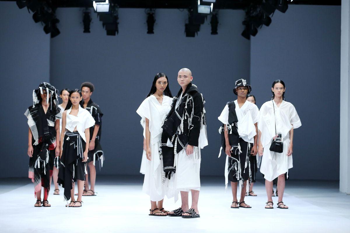 Dewi Fashion Knigths 2020 di JFW 2021
