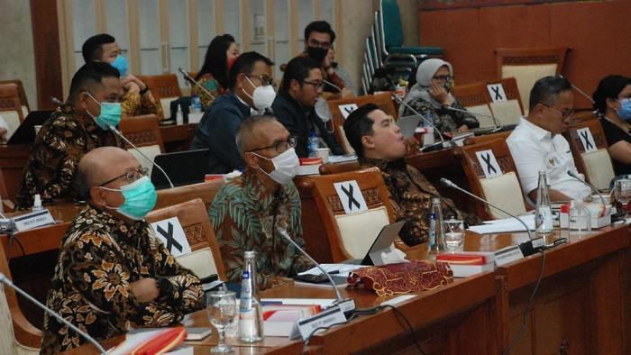 Direktur Utama PT Asuransi Jiwasraya (Persero) Hexana Tri Sasongko yang juga Ketua Tim Percepatan Restrukturisasi Polis Jiwasraya menghadiri Rapat Kerja bersama dengan pemerintah dan Komisi VI DPR RI, Jakarta, Senin 30 November 2020. Dalam putusannya, jajaran Panitia Kerja Komisi VI DPR RI menyetujui adanya pendanaan senilai Rp 26,7 Triliun untuk penyelamatan polis Jiwasraya hingga akhirnya dipindah ke IFG Life.