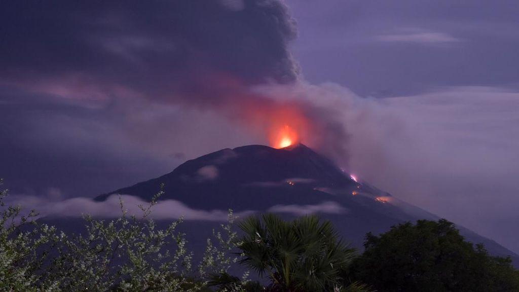 Melihat Lagi Erupsi Gunung Api Ili Lewotolok di NTT