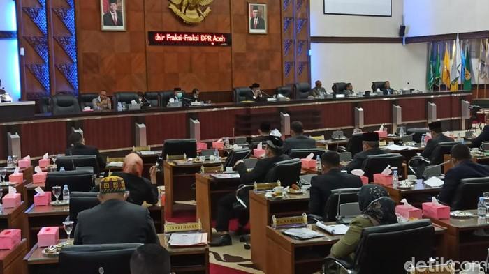 Fraksi Partai Aceh di DPR Aceh menyetujui Rancangan Qanun (Raqan) Anggaran Pendapatan dan Belanja Aceh (APBA) 2021 sebesar Rp 16,9 triliun ditetapkan menjadi qanun (Agus Setyadi/detikcom)
