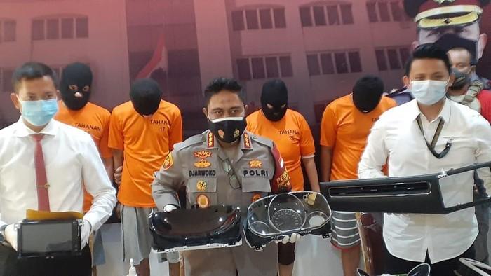 Incar Tape-AC Mobil Mewah, Pencuri Modus Pecah Kaca di Jakut Ditangkap