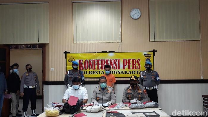 Jumpa pers penangkapan pelaku perusakan Demo Omnibus Law ricuh di Malioboro pada 8 Oktober 2020 lalu.