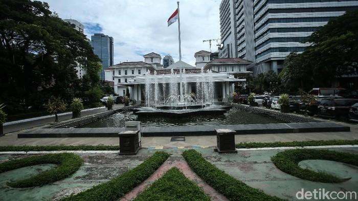 Kantor Wakil Gubernur DKI Jakarta Ahmad Riza Patria tampak kosong. Usai Ahmad Riza terkonfirmasi positif corona, gedung Blok B Balai Kota ditutup sementara.